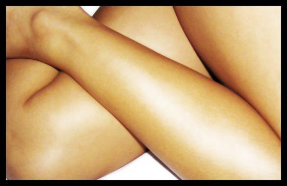800px-Crossed_legs_in_repose